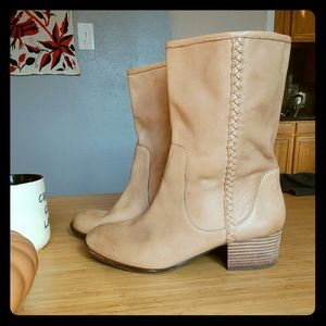 Stylish natural color boots
